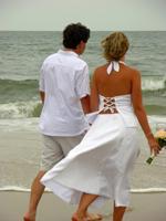 romantinc-walk-on-sand