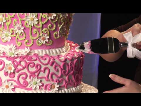 How to Cut a Tiered Cake: Tips for your Anniversary Cake